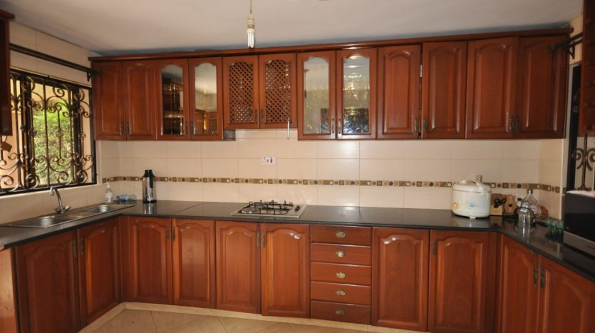 House for Sale In Ngaramtoni4